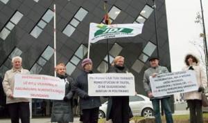 Protestujący domagali się od prokuratorów obrony interesów publicznych Fot. Marian Paluszkiewicz