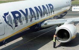 W Europie Zachodniej uziemiono tysiące samolotów, setki tysięcy pasażerów koczuje na lotniskach<br/>Fot. EPA/ELTA