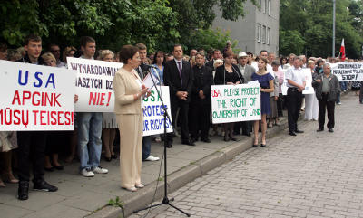 Polacy w Wilnie i w Warszawie protestowali przeciw dyskryminacji