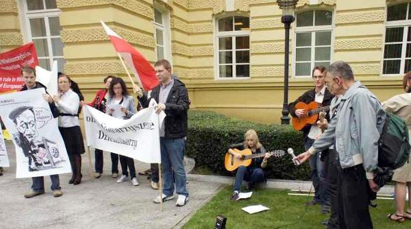 Protest przeciwko łamaniu praw Polaków na Litwie