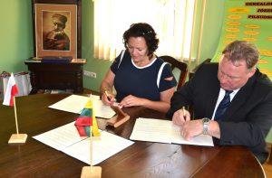 Ceremonia podpisania umowy pomiędzy Mariampolem a Białymi Błotami odbyła się w letniej rezydencji J. Piłsudskiego w Pikieliszkach