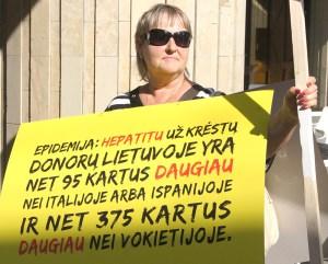 Wczorajsza pikieta była już trzecią próbą wpłynięcia na decyzje władz w sprawie bezpieczniejszego krwiodawstwa  Fot. Marian Paluszkiewicz