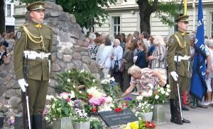 Uroczystość pod pomnikiem ofiar KGB     Fot. Marian Paluszkiewicz