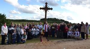 Z inicjatywy mieszkańców Dziekaniszek ustawiono krzyż z napisem nazwy wsi oraz figurkę Matki Bożej