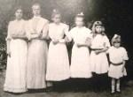 Córki Koreckie, pierwsza od lewej — Annuszka, przybrana córka Koreckich Fot. Marian Paluszkiewicz