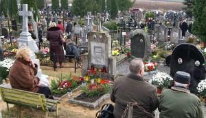 Mamy rok wiary, miesiąc modlitw za zmarłych, Uroczystość Wszystkich Świętych, Uroczystość Chrystusa Króla, początek Adwentu... Fot. Marian Paluszkiewicz