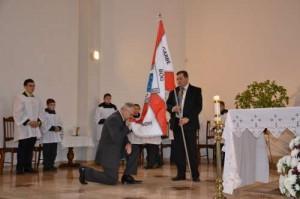 Wyświęcenie sztandaru gimnazjum odbyło się podczas Mszy św. w kościele pw. Miłosierdzia Bożego w Kowalczukach
