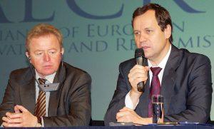 Janusz Wojciechowski i Waldemar Tomaszewski mówili o nierówności pomiędzy krajami członkowskimi UE    Fot. Marian Paluszkiewicz