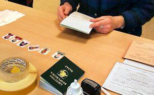 Tryb przyznawania obywatelstwa litewskiego jest bardzo rygorystyczny, niemniej jednak raporty policyjne dowodzą, że litewski paszport jest jednym z najłatwiej dostępnych na rynku fałszywych dokumentów  Fot. Marian Paluszkiewicz