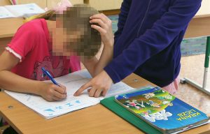 Dziecko musi znać zasady zachowania się w szkole                              Fot. Marian Paluszkiewicz