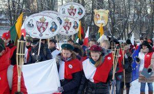 Podczas przemarszu młodzież upamiętniła ofiary Powstania Styczniowego  Fot. Marian Paluszkiewicz