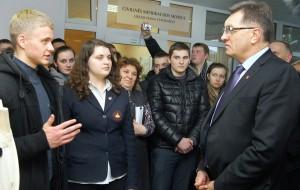 Uczniowie polskich szkół powitali premiera litewskiego rządu z konkretną propozycją zmian w trybie składania ujednoliconego egzaminu z języka litewskiego       Fot. Marian Paluszkiewicz