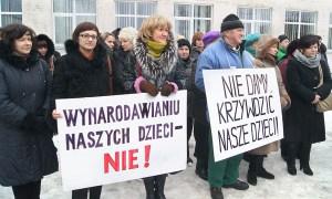 Egzamin — jednakowy dla szkół litewskich i placówek mniejszości narodowych — wprowadzała ustawa oświatowa z marca 2011 roku, która wywołała wiele protestów Fot. Marian Paluszkiewicz