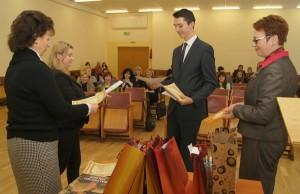 Karol Kleczkowski odbiera nagrodę za pierwsze miejsce Fot. Marian Paluszkiewicz