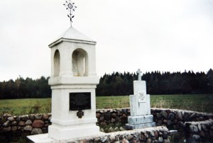 Pomnik i kaplica w Ławżach — jedno z nielicznych miejsc pamięci walk i śmierci powojennej polskiej konspiracji<br/>Fot. archiwum