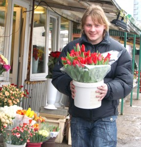 Dostać taaakie naręcze kwiatów Fot. Marian Paluszkiewicz