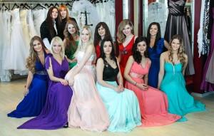 """Dziewczyny w sukniach wieczorowych z salonu """"Mon Cheri"""" wyglądały podczas pierwszej przymiarki olśniewająco Fot. Marian Paluszkiewicz"""