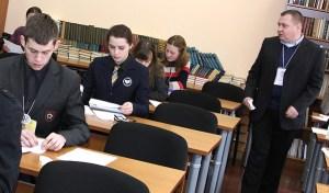 Uczniowie szkół polskich Wileńszczyzny pochylili się nad tematami XXIV Olimpiady Literatury i Języka Polskiego Fot. Marian Paluszkiewicz