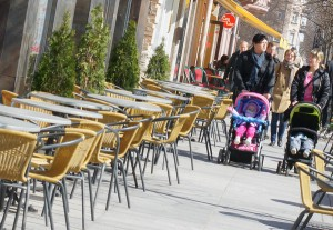 Puste stoliki wileńskich lokali gastronomicznych najlepiej świadczą o poziomie zamożności litewskiej klasy średniej Fot. Marian Paluszkiewicz