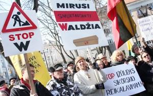 Antypolski wiec w Wilnie zgromadził około 200 osób           Fot. Marian Paluszkiewicz
