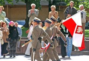 Polscy żołnierze, w Wilnie, na obchodach jubileuszu nawiązania dwustronnych relacji — Romualdas Ozolas spodziewa się, że niebawem wrócą jako okupanci Fot. Marian Paluszkiewicz