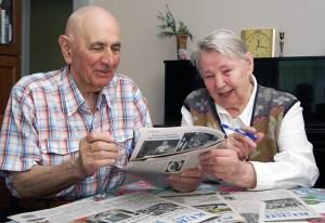 """""""Gazeta była, jest i będzie w naszej rodzinie zawsze"""" — zgodnie twierdzą państwo Teresa i Bogumił Stolarczykowie Fot. Marian Paluszkiewicz"""