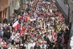 Z okazji Dnia Polonii i Polaków za Granicą w sobotę, 4 maja, odbył się pochód głównymi ulicami Wilna Fot. Marian Paluszkiewicz