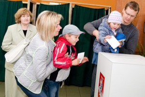 Po wieloletnich dyskusjach ws. podwójnego obywatelstwa postanowiono problem rozstrzygnąć drogą referendalną Fot. Marian Paluszkiewicz