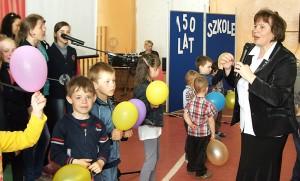 Ostatnie przygotowania przed jubileuszem – próba generalna  pod okiem pani dyrektor Łucji Jurgielewicz Marian Paluszkiewicz