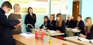 Zajęcia klasy X w pracowni  chemicznej po kierunkiem Ingrity Pawłowskiej Marian Paluszkiewicz
