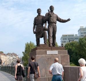 Jeden z pomników przy Zielonym Moście Fot. Marian Paluszkiewicz