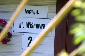 Polskie nazwy ulic na prywatnych domach na razie skutecznie bronią się przed rządową krucjatą przeciwko polskim napisom Fot. Marian Paluszkiewicz