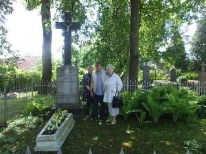 Przy grobie Eugeniusza Edwarda Miłosza      Fot. Ryszard Jankowski