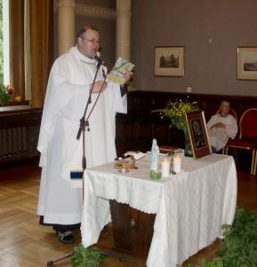 Ks. Marek Butkiewicz celebruje Mszę św. Fot. Jolanta Radžiūnienė