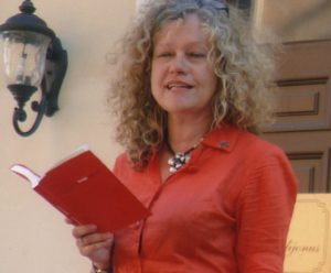 Barbara Gruszka-Zych zapoznaje ze swoją poezją Fot. Janusz Bielski