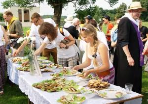 Drugie śniadanie przygotowane przez mieszkańców w Wielkim Siole Fot. Marian Paluszkiewicz