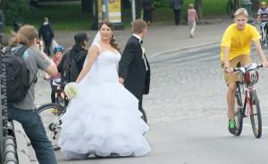 Jeżeli młodzi nie chcą pogrążyć się w przed weselnej tremie, warto zastanowić się nad znalezieniem odpowiednich pomocników    Fot. Marian Paluszkiewicz
