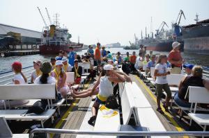 Wiele miłych wrażeń uczestnikom wyprawy sprawił spływ rzeką Motławą na Westerplatte