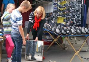 Pociechy przez wakacje wyrastają też z butów, dresów i innych ubrań Fot. Marian Paluszkiewicz