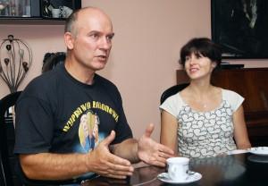 Roman umie zainteresować każdego rozmową. Nie jest wyjątkiem też jego żona Regina Fot. Marian Paluszkiewicz