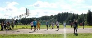Stadion szkolny został podzielony na 8 placów, na których młodzi zawodnicy rywalizowali w 8 różnych dziedzinach sportowych