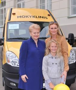 Nowe autobusy otrzymały dwie szkoły Rejonu Wileńskiego: Średnie Szkoła w Zujunach i Mickunach