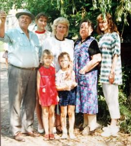 Najcieplejsze wspomnienia o mamie i całej rodzinie nosi Danuta całe życie w swym sercu Fot. archiwum