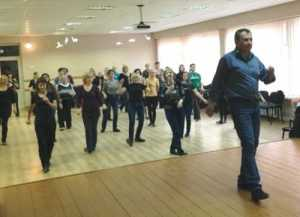Taniec wprawił zebranych  w dobry nastrój