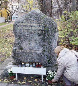 Pomnik w miejscu kaźni Szymona Konarskiego czeka na zwieńczenie – orła z rozpostartymi skrzydłami Fot. Marian Paluszkiewicz