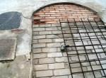 Przed zamurowaniem dziury w Głównej Kaplicy na Cmentarzu Bernardyńskim Fot. Fot. Marian Paluszkiewicz