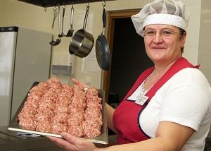 W nowoczesnej kuchni panie przygotowują pyszności Fot. Marian Paluszkiewicz