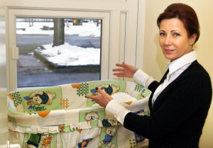 """Dyrektorka Viktorija Grežėnienė: tak """"okienko"""" wygląda od wewnątrz Fot. Marian Paluszkiewicz"""