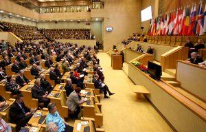 Podczas przemówienia Vytautasa Landsbergisa sejmową salę opuścili członkowie frakcji Akcji Wyborczej Polaków na Litwie  Fot. ELTA