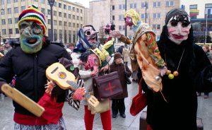 Głównym akcentem zapustowym są różne pochody i zabawy przebierańców  Fot. Marian Paluszkiewicz